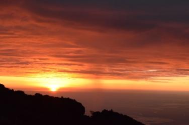 Atardecer sobre Guayas desde las montañas de Azuay